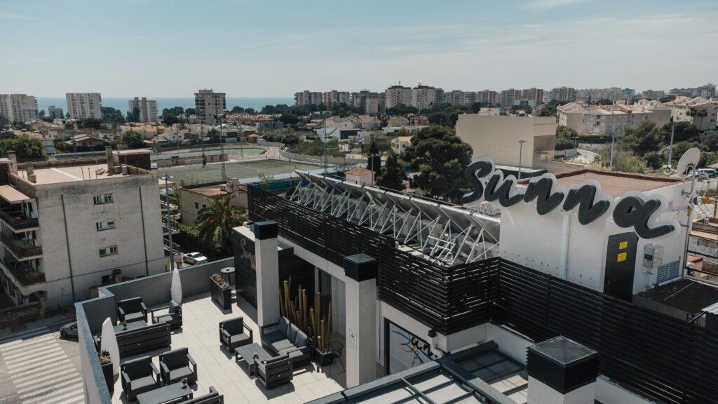 Rótulos potentes y tendencias en decoración para vestir el SUNNA Hotel de Benicàssim 0