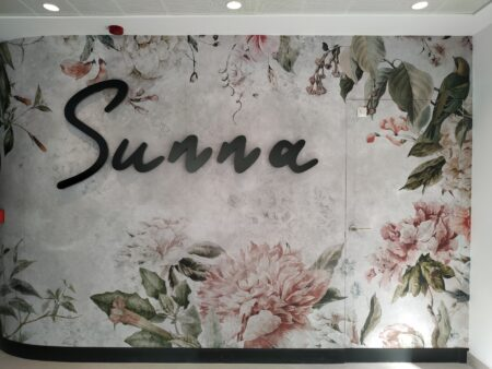 Rótulos potentes y tendencias en decoración para vestir el SUNNA Hotel de Benicàssim 1