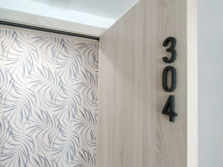 Rótulos potentes y tendencias en decoración para vestir el SUNNA Hotel de Benicàssim 8