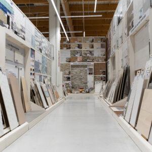 Suelos cerámicos y paneles expositores: así hacemos los cambios de colecciones para Leroy Merlin 4