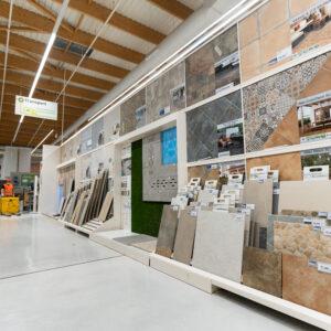 Suelos cerámicos y paneles expositores: así hacemos los cambios de colecciones para Leroy Merlin 3