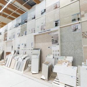 Suelos cerámicos y paneles expositores: así hacemos los cambios de colecciones para Leroy Merlin 2