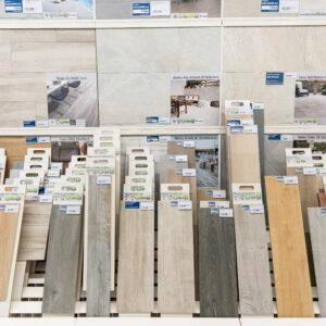 Suelos cerámicos y paneles expositores: así hacemos los cambios de colecciones para Leroy Merlin 5